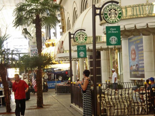 fremont-street-downtown-las-vegas-4